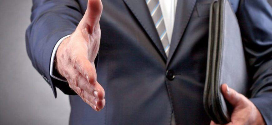 Адвокат при оформлении договорных отношений